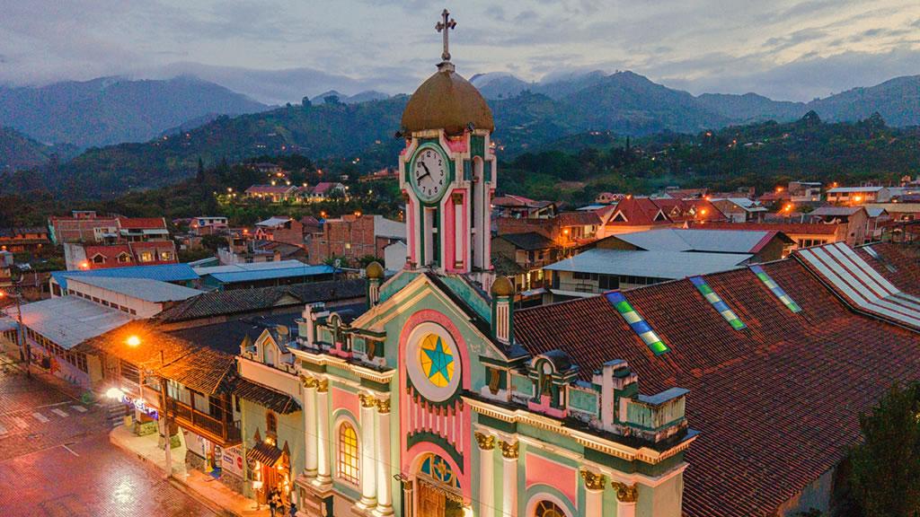 Ватилькамба. Башня с часами. Эквадор