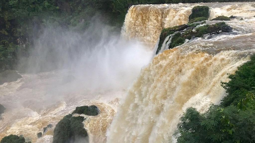 Водопад Сальтос дель Мондей в Парагвае